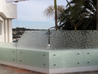 The Beautiful Complimentary Tones of Patterned Glass Balustrades