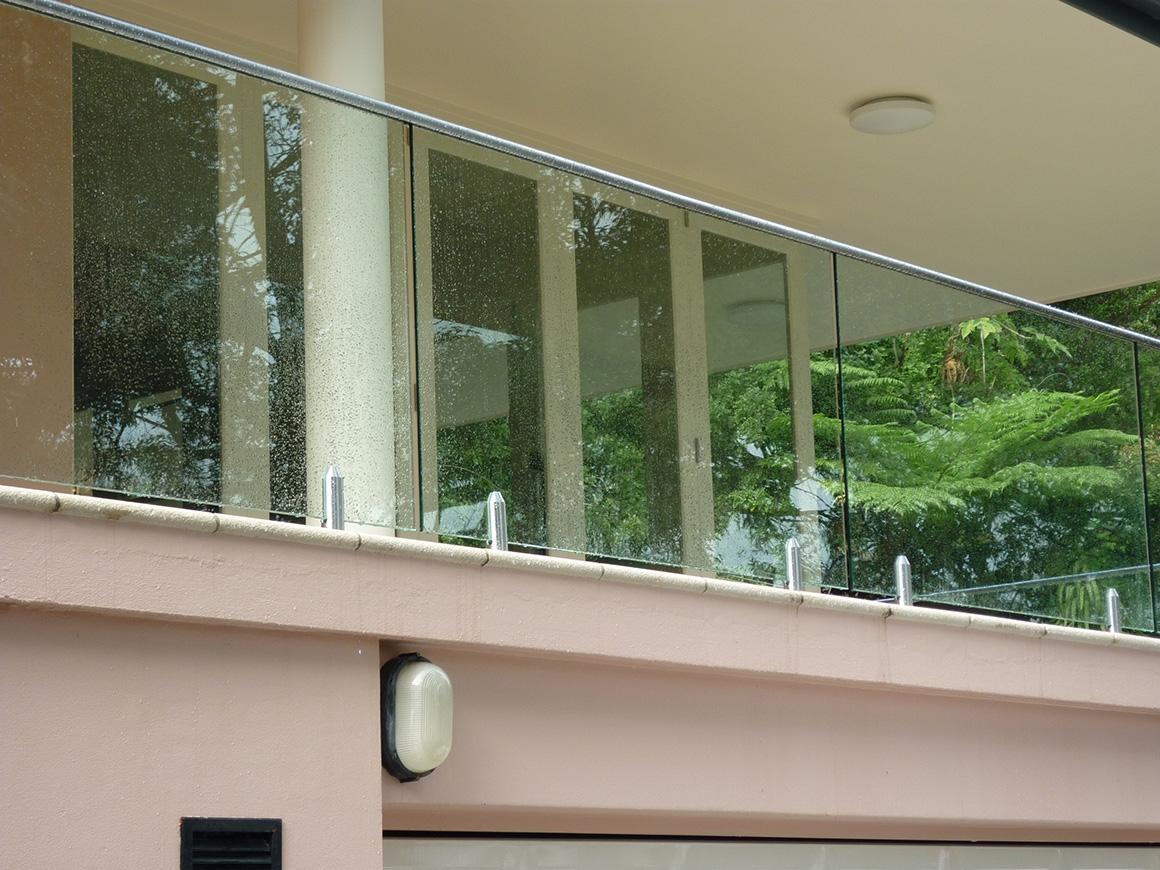 Эстетичные и безопасные стеклянные ограждения балкона, лоджи.